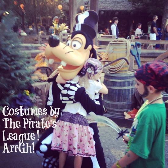 Halloween Goofy and Pirates