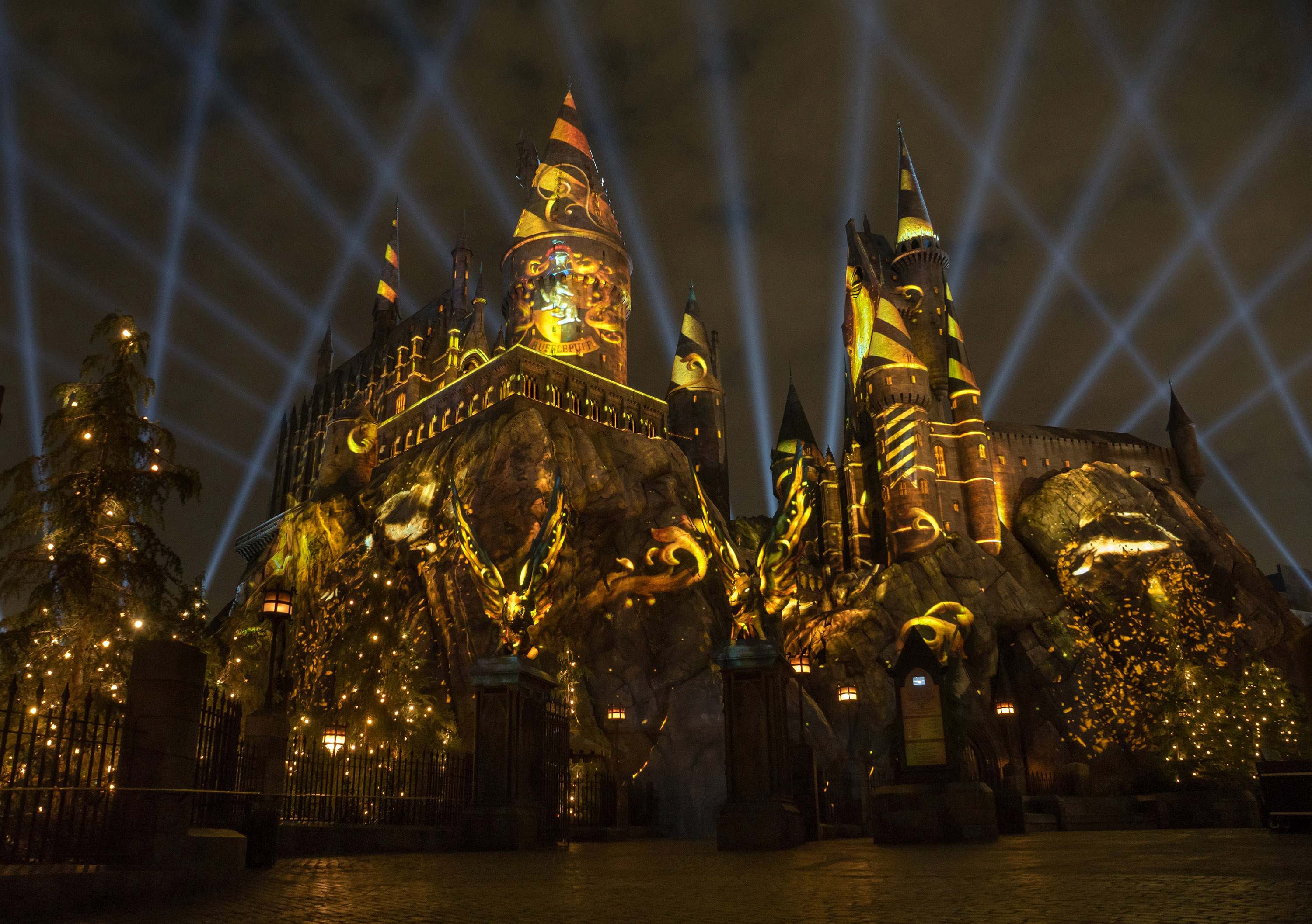 The NighttimeLights at Hogwarts Castle (Hufflepuff) - WWoHP at USH